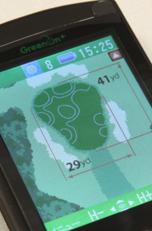 等高線と矢印の場合があります。他にグリーンのサイズが記載されています。