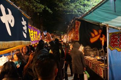 花園神社への参道の露店